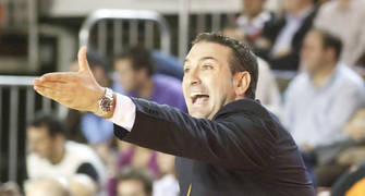 Luis Guil da indicaciones (foto: FM)