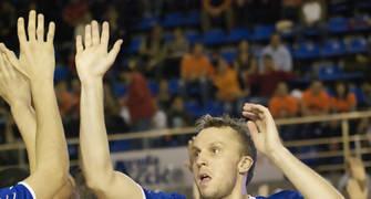 Dusko Savanovic saluda a un compañero (foto: FM)