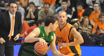 Chris Thomas y Mario Bruno Fernández en un lance del juego (foto FM)