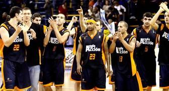 El Fuenlabrada festeja la victoria<br> (ACB PHOTO/Miguel Henríquez)