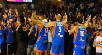 Los jugadores saludaron a su público dando la vuelta a la cancha (Foto: Pablo Romero)