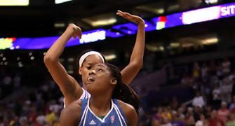 Anosike con la camiseta de Minnesota (foto: wnba.com)