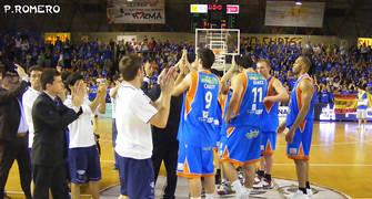 El público solicitó la vuelta del equipo a la cancha (Foto: Pablo Romero)