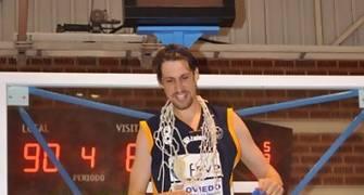 Agustín Prieto cortó la red (foto Chema González)