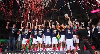 Los campeones celebran el título (ACB Photo)