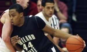 Jamie Jones entra a canasta (Foto: Perspective Basketball)