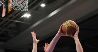 Karnowski, dominador en la zona (Foto: FIBA)