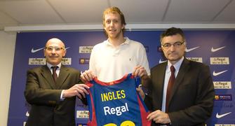 Joe Ingles, presentado en Barcelona (Foto: www.fcbarcelona.cat)