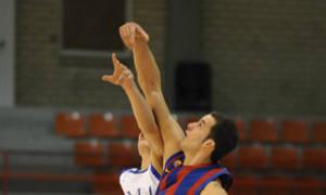 Aitor Gómez disputa el balón (Foto Charly Mula)