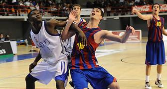 Carles Gasque y Placide Nakidjim luchan por la posición (Foto Charly Mula)