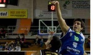 Roger Fornas lanza ante Chagoyen (Foto: CB Tarragona)