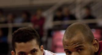 Rafael Hettsheimeir vs Paulao Prestes (Foto: Sarai Rueda Carrión / solobasket.com)