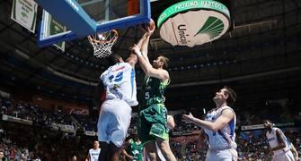 Sinanovic cambió el signo del partido (Foto ACB PHOTO / Mariano Pozo)