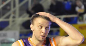 Dusko Savanovic se lleva la mano a la cabeza