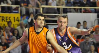 Mainoldi y Savanovic, a por el rebote (foto: FM)