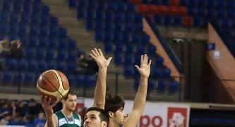 Rubén Martínez tira con dificultad (Foto: Jonatan González)