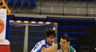 Rubén Martínez supera a Quique Suárez (Foto: Jonatan González)