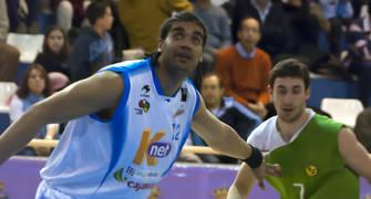 Sidao coge la posición frente a Raúl Lázaro (Foto: Antonio Magán)