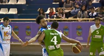 DeForrest Riley Smith defendido por  Kyle Swanston (Foto: Antonio Magán)