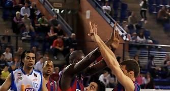 David Mesa entre Souleymane Drame y Eduard Jiméenez (Foto: Jonatan González)