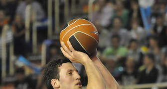 Ivan Radenovic en el tiro libre (foto: FM)