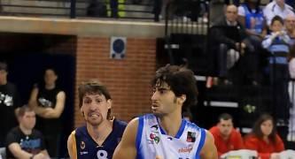 Quique Suárez defendido por Agustín Prieto (Foto: Jonatan González)