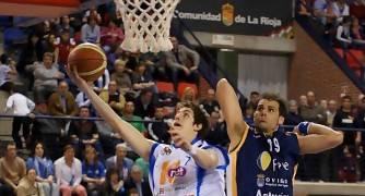 Borja Arévalo supera a Javi Román (Foto: Jonatan González)