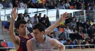 07 Alex Suárez defendido por Carles Gasque (foto basquetmaniàtic)