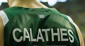 La camiseta de Calathes, firmada en el dorsal (Foto: Lafargue)