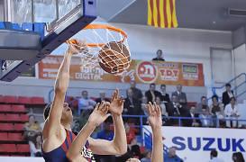 Fran Vázquez machaca ante la oposición de Ramsdell (Foto Jordi Montraveta)