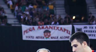 Ivanovic recrimina una acción a Milko Bjelica.<br> Foto: Luis Fernando Boo.