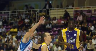 Isaac López se cuadra para lanza (ACB Photo/Cesar Minguela)