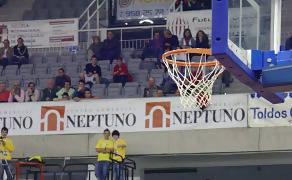 Jesús Fernández pidiendo la pelota. (Foto: Lourdes Getino)