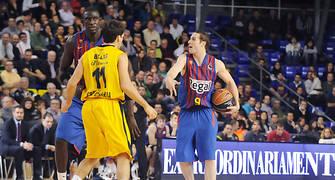 Marcelinho Huertas indica jugada. Foto: victorsalgado.com