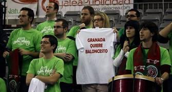 La afición del CB Granada reclama que no desaparezca el club. (Foto: Lourdes Getino)
