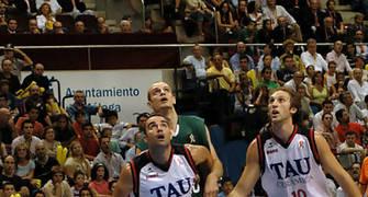 Fajardo cierra el rebote ante Jiménez <u>Foto: José María Benito Espinar</u>