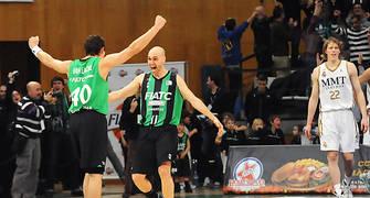 Albert Oliver y Federico Van Lacke celebran la victoria. Foto: victorsalgado.coma
