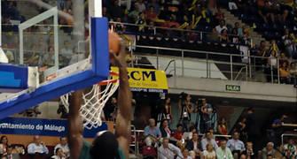 Pietrus machaca el aro del tau <u>Foto: José María Benito Espinar</u>