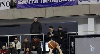 Manu Rodríguez lanzando un triple.<br> Foto: Lourdes Getino