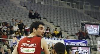 Jesús Fernández defendido por Durley.<br> Foto: Lourdes Getino