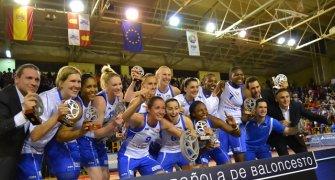 Ros celebra el título (foto: Ciudad Ros Casares)