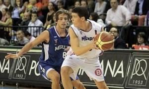 Marco defendiendo a Dani Pérez (Foto: Melilla Baloncesto)