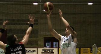 Triple de Álex Suárez (foto basquetmaniàtic)