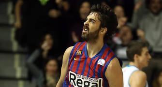 Navarro celebrando un triple con la afición en el derbi contra el Madrid (Foto: ACB Photo)