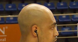 Marcus Fizer escuchando música en el calentamiento (foto: FM)