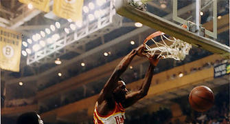 Dominique Wilkins hunde el balón en el antiguo templo de los Celtics (Foto: Miqui Forniés)