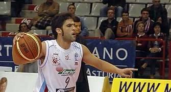 Sergio Alonso indicando jugada (Foto: Chema González)