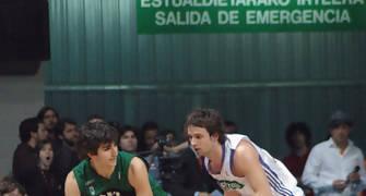 Ricky bota ante Raúl López (Foto: JM Benito)