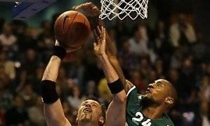 Haislip tapona a Andersen (cskabasket.com)