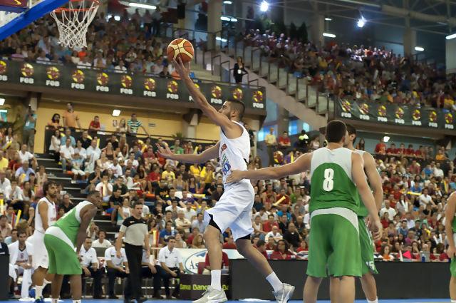 Juan  Carlos Navarro entrando a canasta (Foto: Antonio Magán)